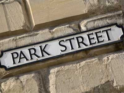 Address sign that says Park Street