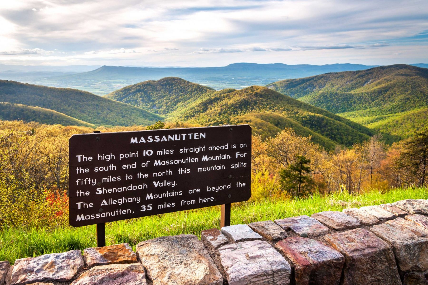 Information sign for mountains and park