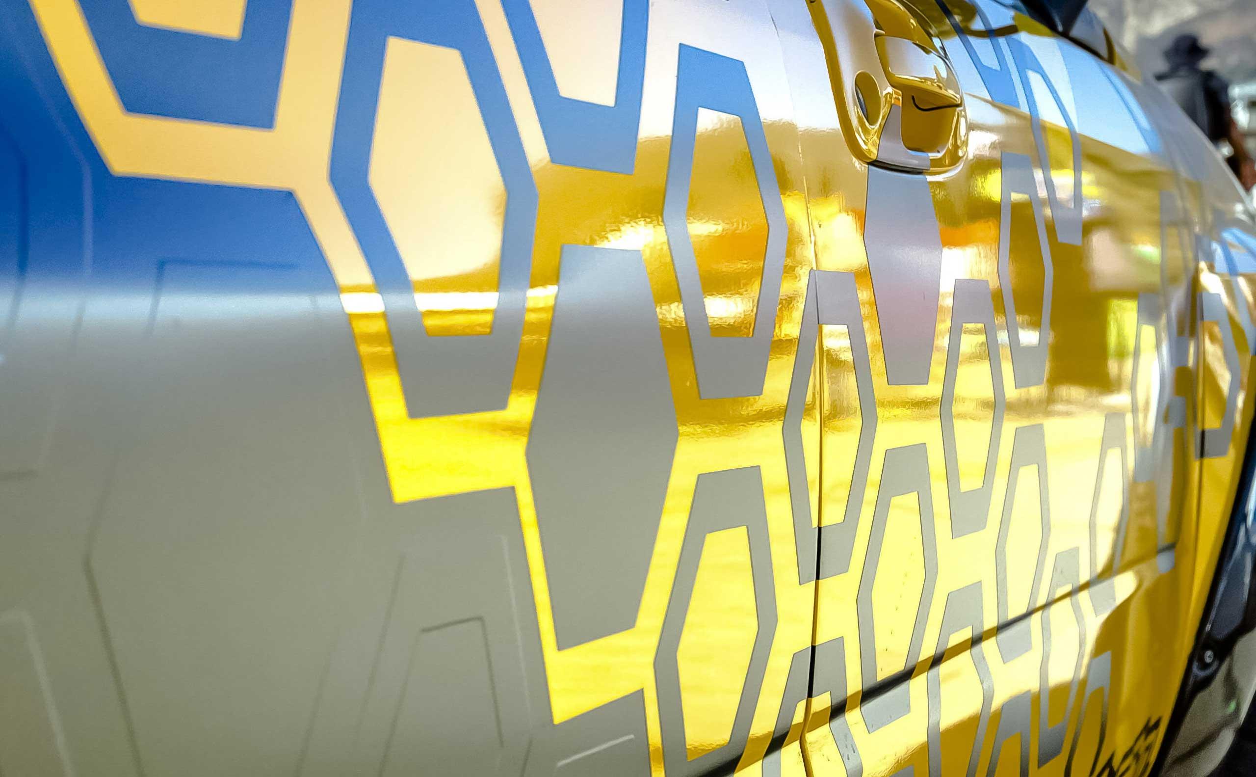 Vehicle graphics that looks like honeycomb